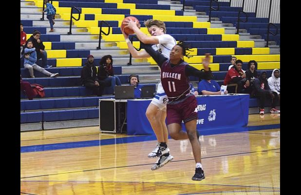 Bulldawgs win season hoops finale over Roos