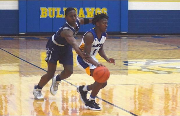 Bulldawgs upend Wolves