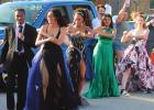 Neighborhood holds prom parade